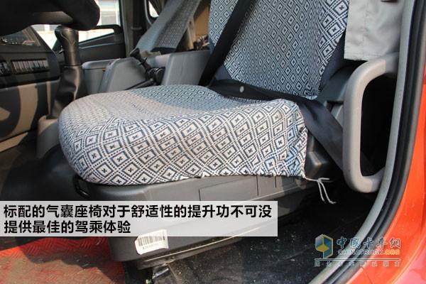 标配的气囊座椅对于舒适性的提升功不可没