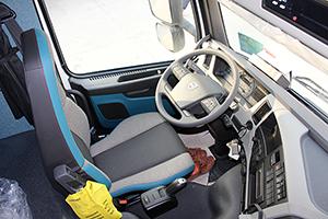 沃尔沃FM系列 420马力 4X2 牵引车