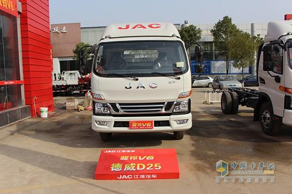 江淮骏铃V6 143马力 4X2单排栏板轻卡(云内德威D25动力)