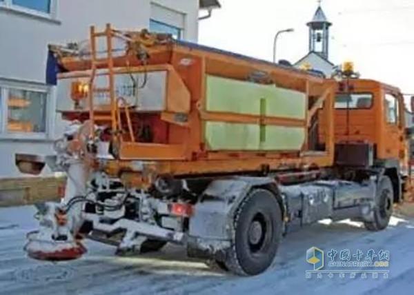 德国当地的撒盐车-扒一扒冬天里使用的那些专用车图片