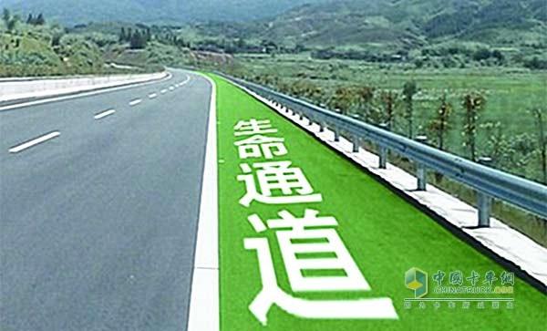 山东:严惩违法占用高速公路应急车道行为