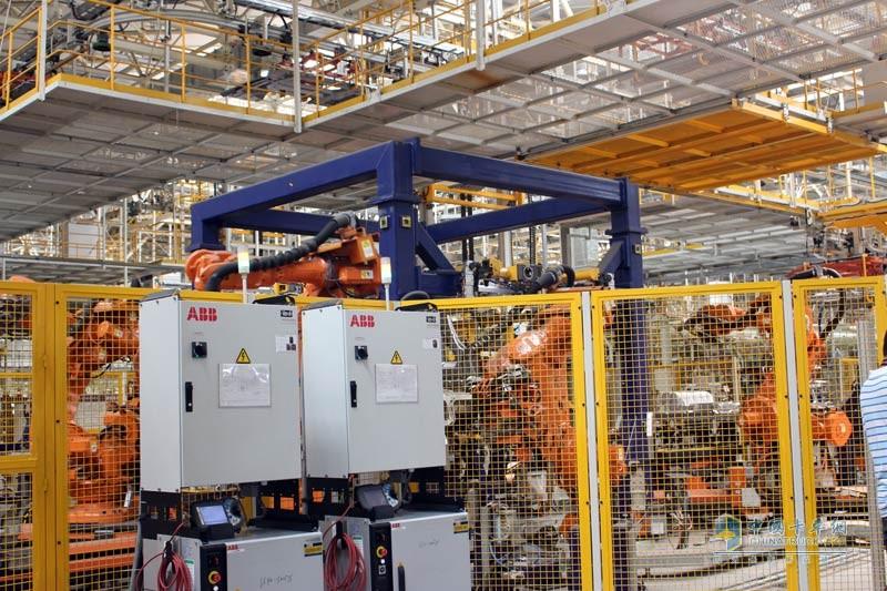 采用瑞士ABB机器人系统,操作智能化,制造精细化
