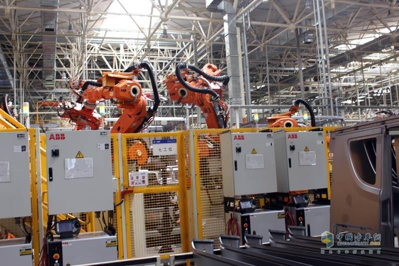 解放JH6驾驶室焊装,国际领先工艺水平