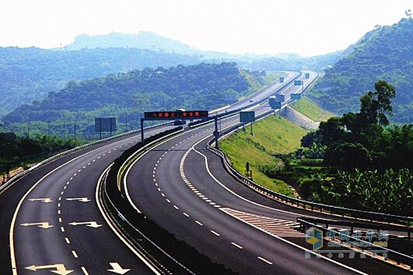 蒙古国 首条高速公路的 中国标准