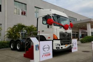 广汽日野 700系列 420马力 6X4 双油箱牵引车(YC4250SS2PK4)