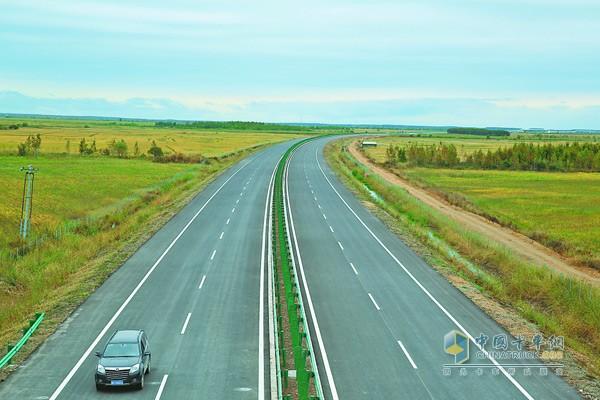黑龙江:建黑高速公路开通 全长217公里