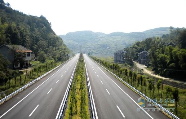 重庆:优化高速公路服务区发展 力争2020年实现160亿