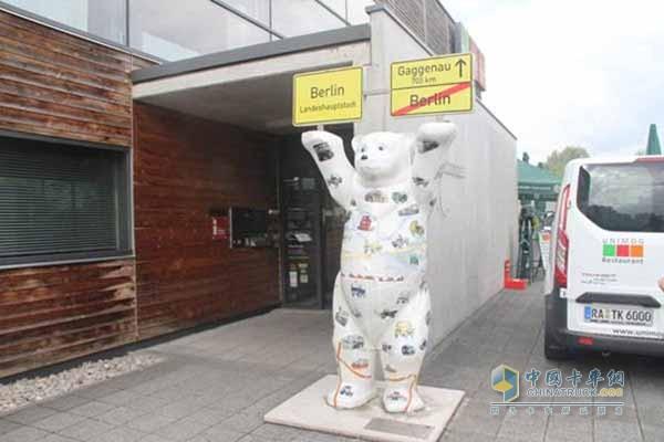 位于门口的柏林熊 阐述着乌尼莫克的发展史