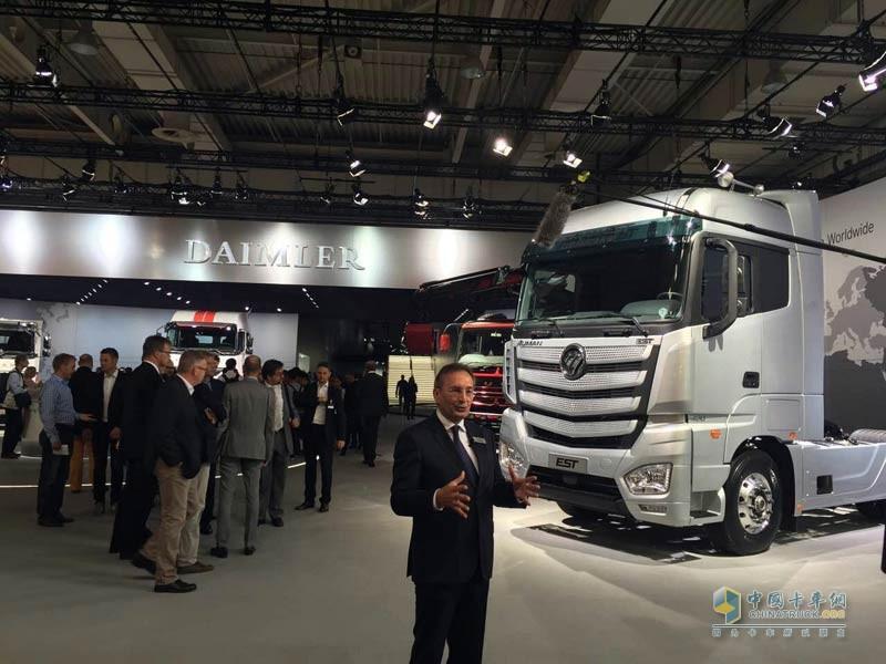 福田戴姆勒汽车制造与物流副总裁harald-hauke接受媒体采访