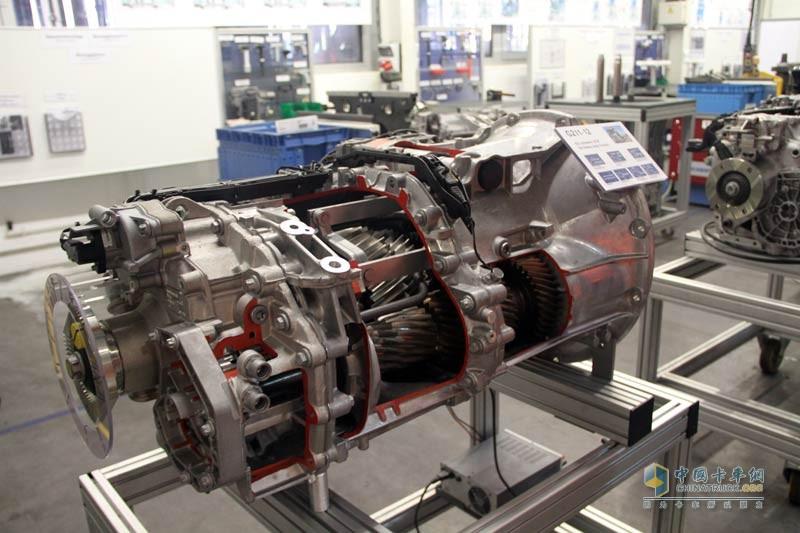 奔驰actros卡车使用的g281变速箱半剖面结构