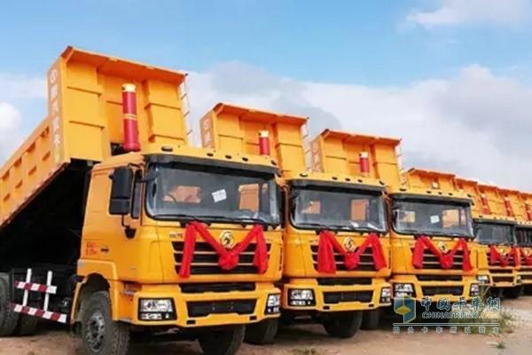 配载海沃阿尔法液压系统的20辆陕汽自卸车出口缅甸图片