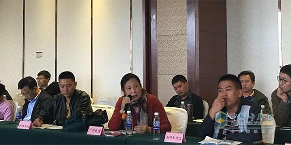 广州威骏汽车贸易有限公司总经理杜立容发言