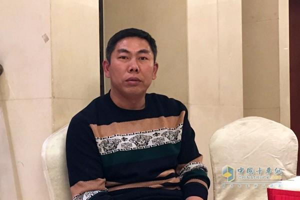 王汝新一次性订购了两台汕德卡
