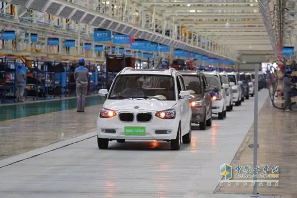 铂骏产业新能源汽车制造基地下线