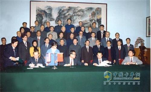 1986年东风与康明斯签订许可证协议