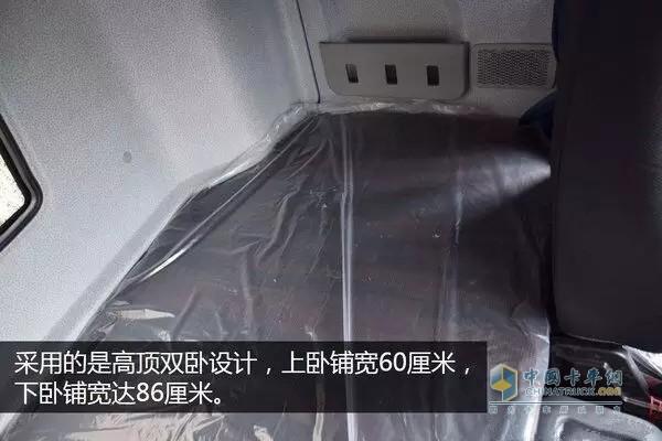 仪表盘采用大尺寸液晶屏幕,中文显示油耗,里程,燃油泄漏报警等信息