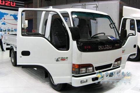 庆铃100p轻卡 95马力 4x2 长单载货车