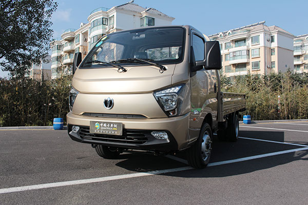 福田戴姆勒汽车带来了欧曼EST超级卡车亮相IAA现场