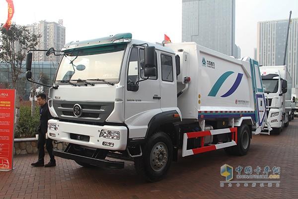 新斯太尔M5G 4×2 18吨压缩式垃圾车