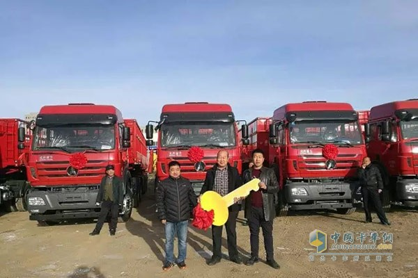 首批20台北奔重卡NG80B6×4牵引车交付鄂尔多斯用户