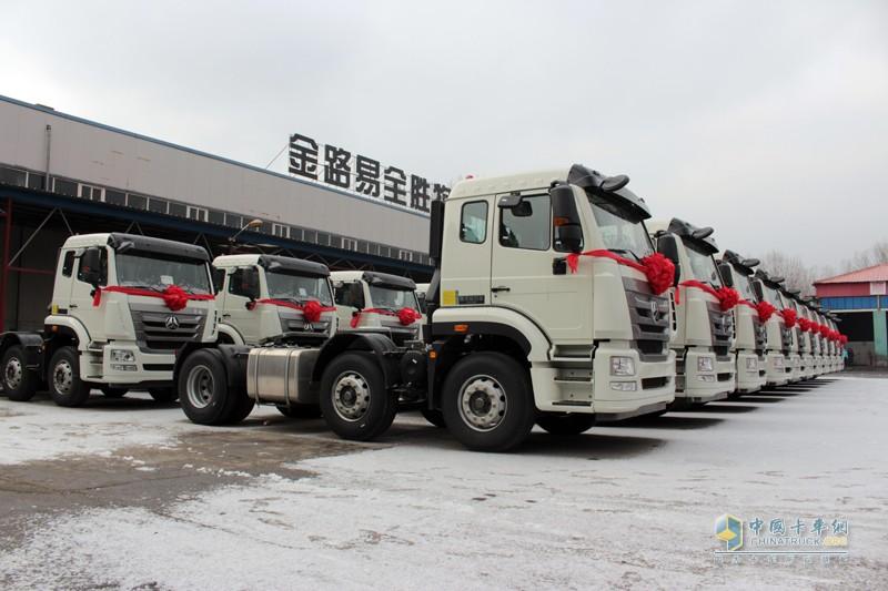 中国重汽豪翰J5G34 6X2牵引车满足轿运车标准