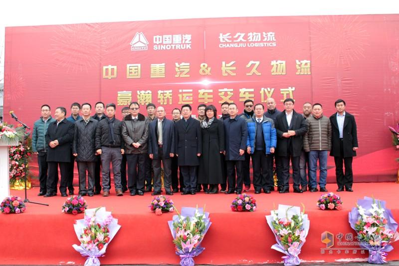 中国重汽也将不断从用户需求角度出发,优化产品性能,开发适应未来行业发展的新产品,提高产品的行业贴合度,为整车物流行业提供安全、高效的领先产品。