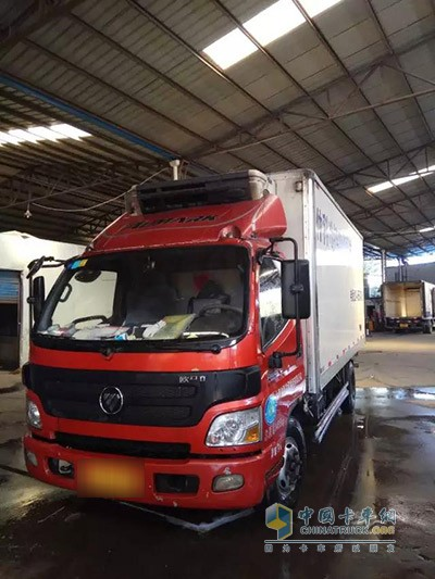 上海海联的欧马可冷藏车