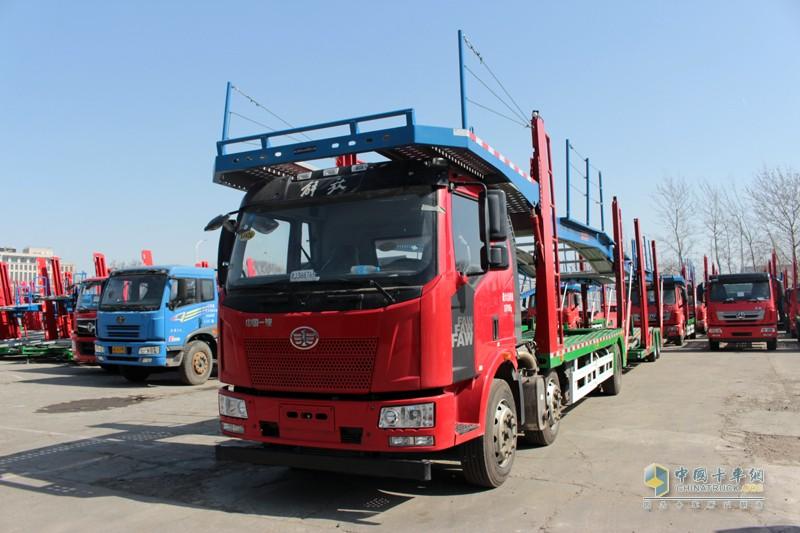 天津劳尔生产的劳安牌中置轴轿运车,以解放J6L 6X2载货车底盘为主。已经通过国家公告,获得市场销售资格