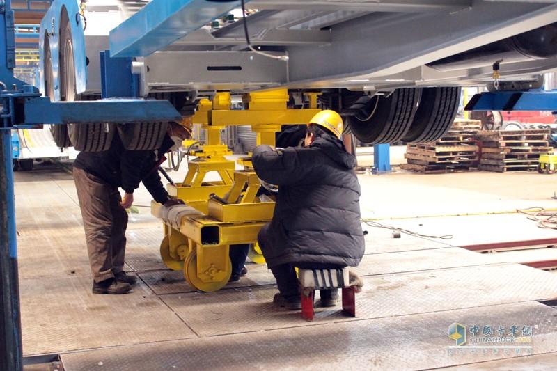 天津劳尔早在2012年即受全国汽车标准委员会的委托,对车辆运输中置轴挂车列车及其他类型半挂车进行相应的通过性试验(即列车通道园试验)