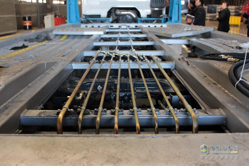 中置轴挂车列车在列车装载后无前后探出的情况时,列车22米,车宽2.55米,可以通过通道圆试验,满足道路安全行驶的需求