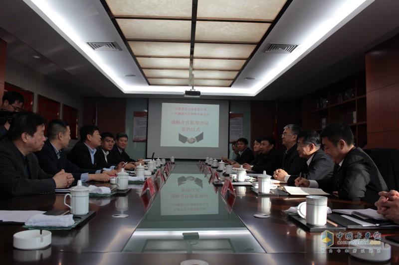 一汽解放愿与安达集团在汽车物流、车辆销售、金融等板块加深合作,同时在改装等领域携手并进,发挥各自优势,共同推动中国汽车行业的发展。