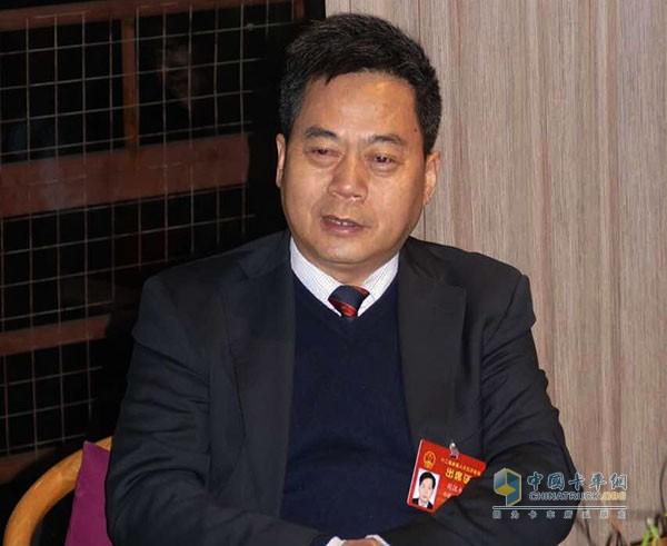 全国人大代表、华菱星马汽车(集团)股份有限公司董事长刘汉如
