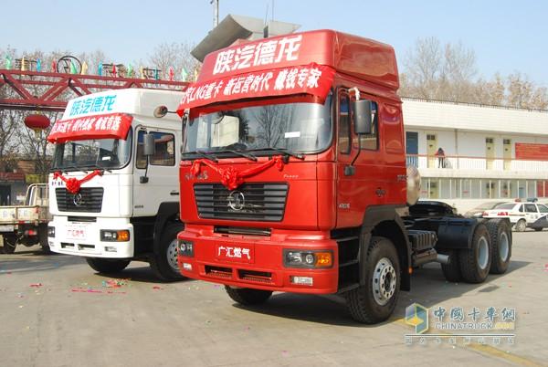 这两辆车在2008年的诞生,是国内最早的LNG重卡