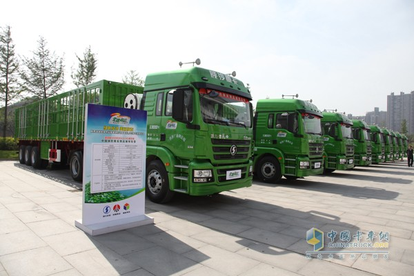 陕汽德龙新M3000天然气重卡投放运营承担陕西北煤南运要务