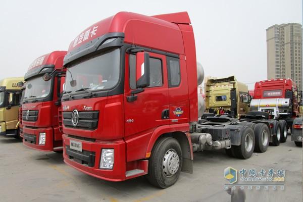 陕汽推出德龙X3000系列天然气牵引车