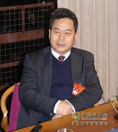 华菱星马汽车集团董事长刘汉如