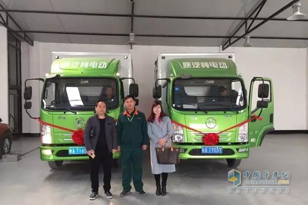 陕汽联合西安授权经销商陕西宝富龙新能源科技有限公司举办交车仪式
