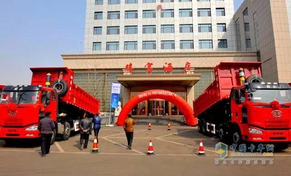 解放J6M轻量化自卸车走近唐山满足用户需求