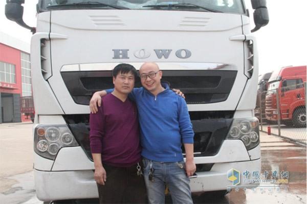 车主郭思峰(右)以及驾驶员安宝梅(左)