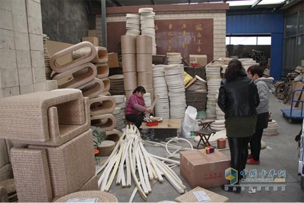 当地人们安居乐业 草编纺织业发达