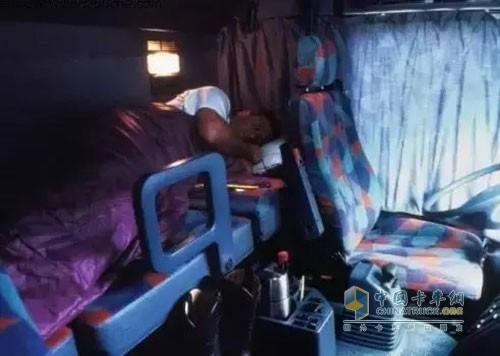 春困,一个是天气使然,另一个就是身体确实需要休息了,所以,司机朋友们在行车之前一定要美美地睡个好觉,这样,行车时候的疲劳感会少很多,呵欠连天的情况就难以出现啦。