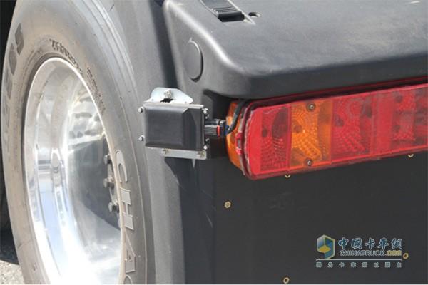 毫米波雷达能够自动识别车辆周围障碍距离