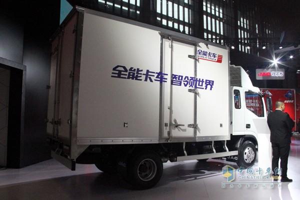 从货箱就可看出全能卡车的与众不同,产品要智领世界哦