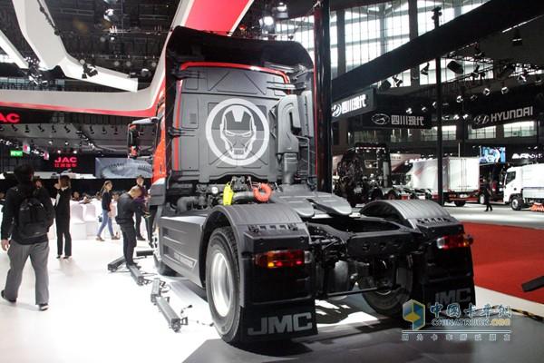 后部钢铁侠画像,如此喷涂小编都想开卡车啦