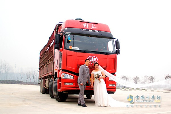 一汽解放为用户毛东亮夫妇补拍的婚纱照