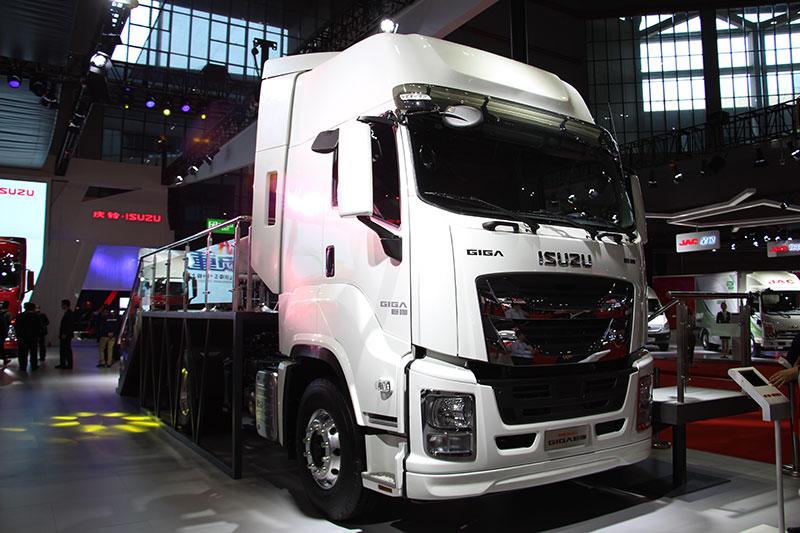 庆铃 GIGA巨咖 420马力 4×2牵引车(QL4180W1KDR)
