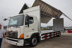广汽日野 700系列重卡 300马力 4X2 载货车(底盘) J08E-YA (YC1180FH8JW5)