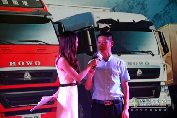乐山龙杨物流公司一次性购买了40台车豪瀚、豪沃产品