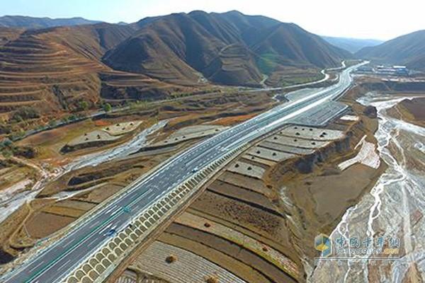 宁夏2016年12月建成通车的固原至西吉高速公路