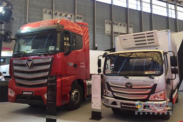 欧马可S3冷链运输车与福田戴姆勒欧曼EST超级重卡同台亮相